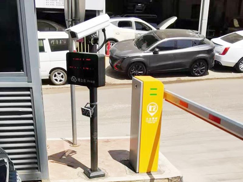 昆明福堤商业中心停车场出入口车牌识别系统案例2.jpg