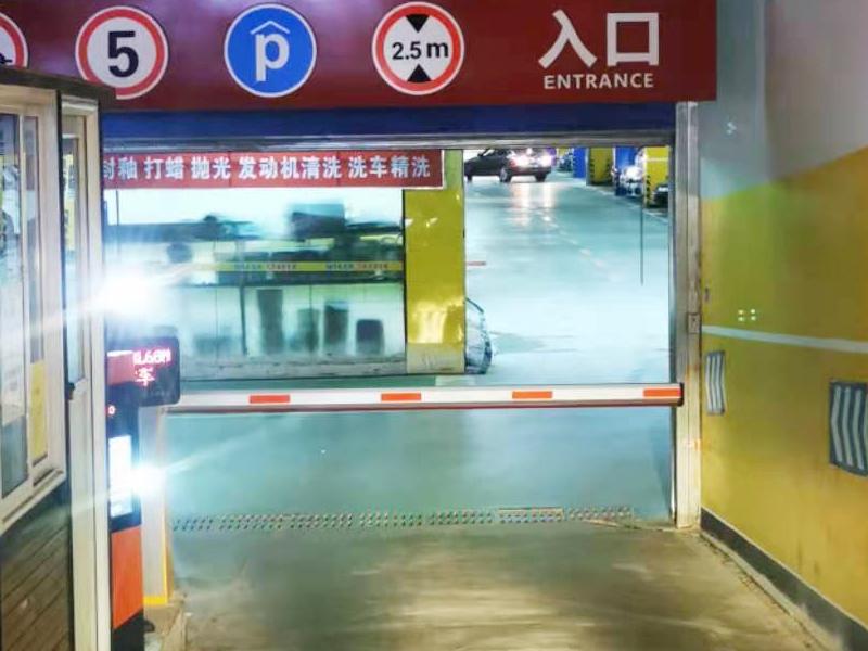昆明福堤商业中心停车场出入口车牌识别系统案例1.jpg